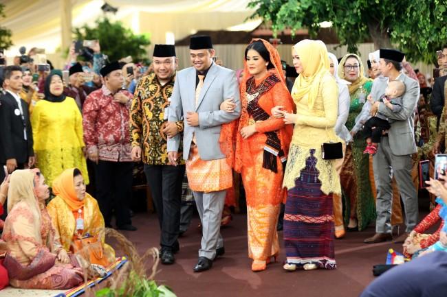 LAMPUNG POST | Hari Ini, Jokowi Ikuti Prosesi 'Mangulosi' dan 'Diulosi' di Pesta Adat