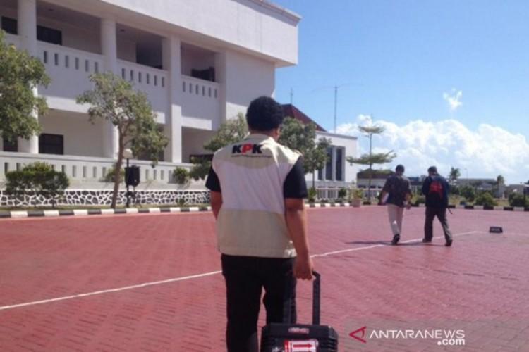 Dari Rumah Dinas Gubernur Kepri, KPK Temukan Miliaran Rupiah