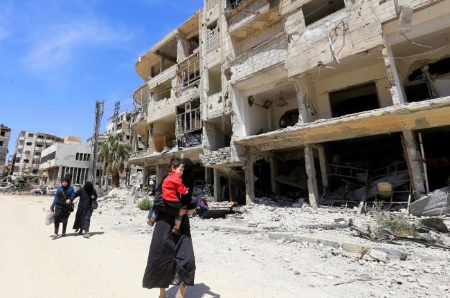 LAMPUNG POST | Tiba di Douma, Tim PBB Diberondong Tembakan