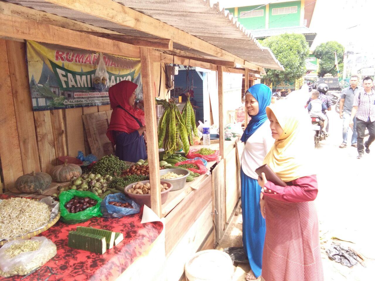 LAMPUNG POST | Pedagang Pasar Perumnas Way Halim Mulai Tempati TPS