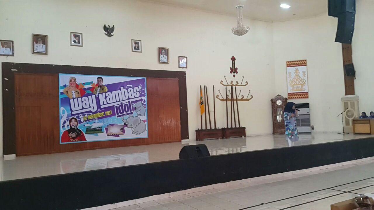 LAMPUNG POST   Way Kambas Idol Dibuka, Sekab Bawakan Lagu Cinta Gila