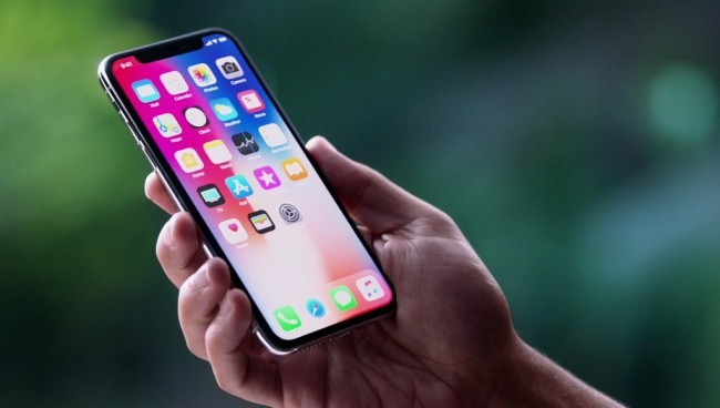 LAMPUNG POST | iPhone X Gembosi Penjualan iPhone 8?