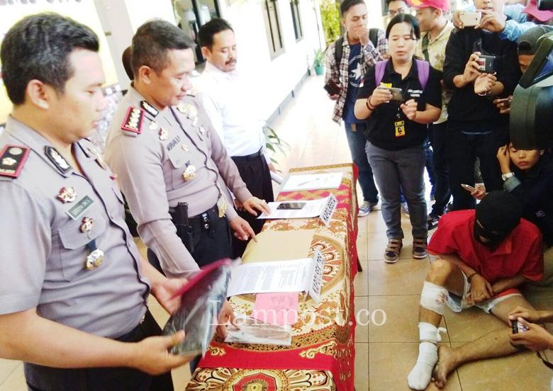 LAMPUNG POST | Polisi Tembak Pembobol Minimarket di Telukbetung Selatan
