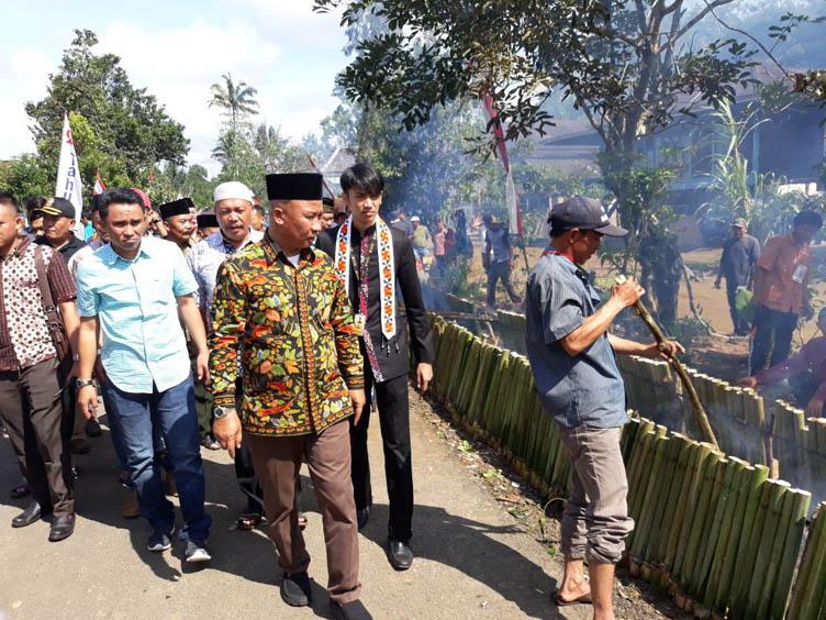 LAMPUNG POST | Bakar 5.493 Lemang, Lampung Barat pecahkan Rekor Muri