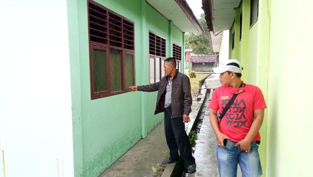 LAMPUNG POST | Laboratorium SMAN 1 Palas Dibobol Maling