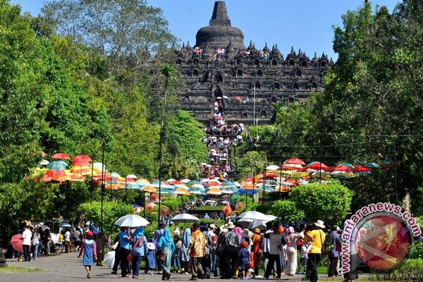 LAMPUNG POST | Mahakarya Borobudur Bangkitkan Pariwisata