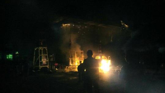 LAMPUNG POST | SPBU 24.345.72 Jalintim Tulangbawang Terbakar