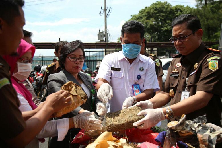 LAMPUNG POST | Kejari Bandar Lampung Musnahkan Narkoba dan Obat Daftar G