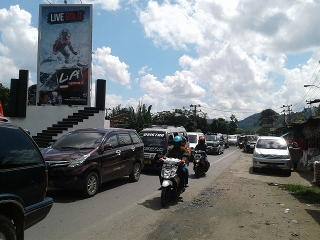 LAMPUNG POST | Lalu Lintas di Jalinsum Padat Merayap 10 Km/Per