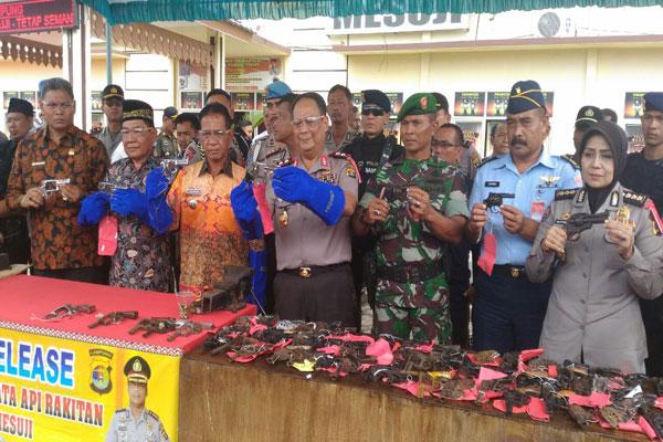Polda Lampung Musnahkan 70 Senpi Rakitan di Mesuji