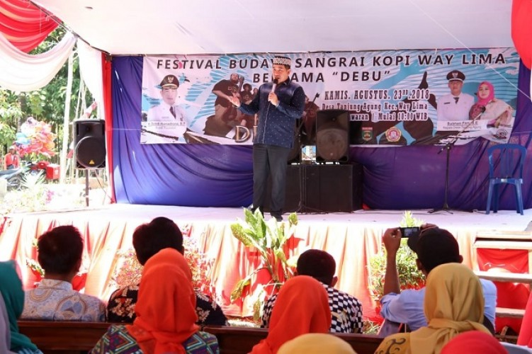 Dendi Buka Festival Budaya Kopi Sangrai Way Lima Bersama Debu