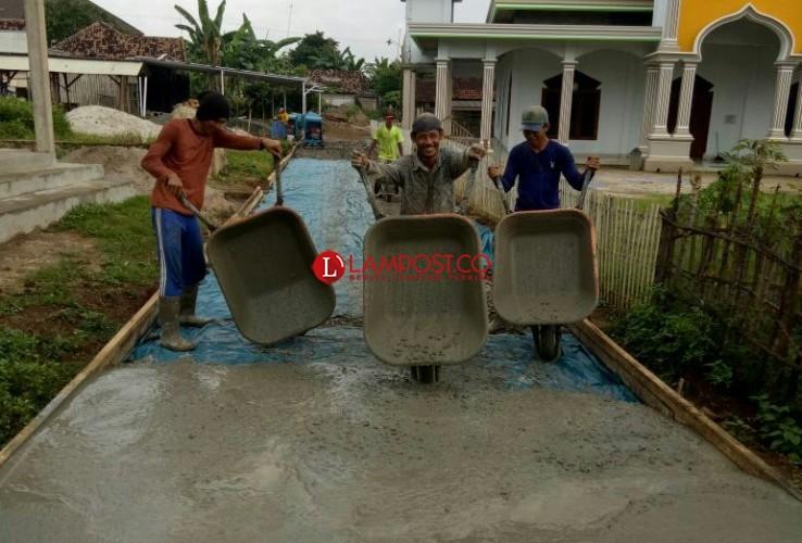 Desa Belambangan Lanjutkan Bangun Infrastruktur Pakai DD 2019