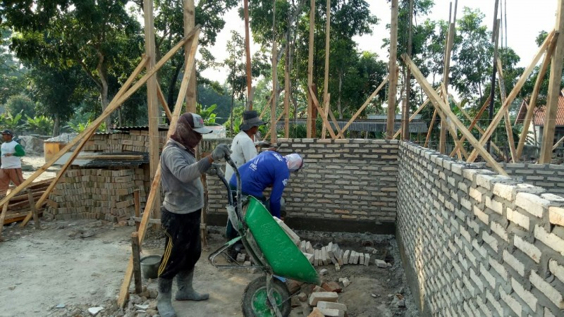 Desa Kedaung PerbaikiFasilitas Balai Desa