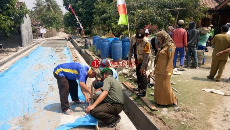 Desa Palasjaya Realisasikan DD Tahap II Bangun Cor Beton dan Drainase
