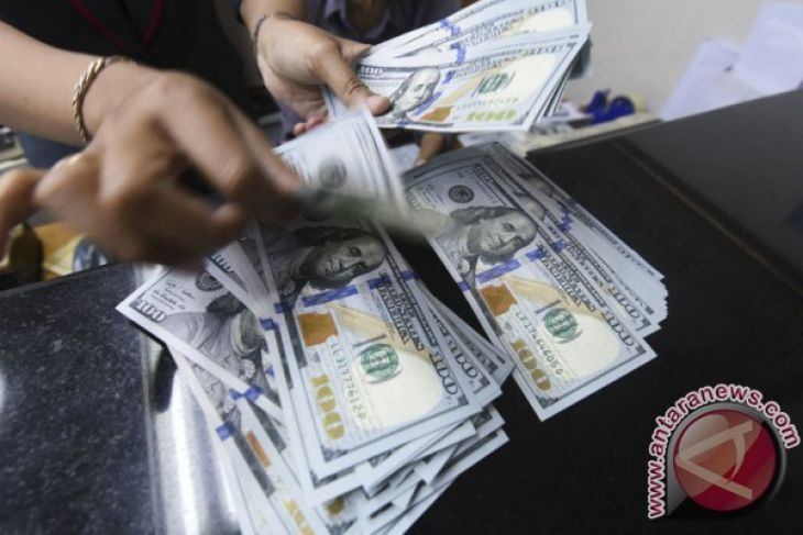 Rupiah Tembus Rp14.000 per Dolar AS