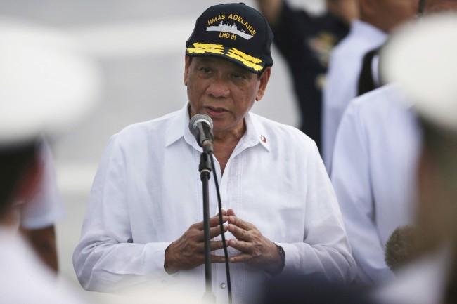 LAMPUNG POST | Presiden Filipina: Akhirnya Kami Punya Senapan Serbu Buatan Rusia