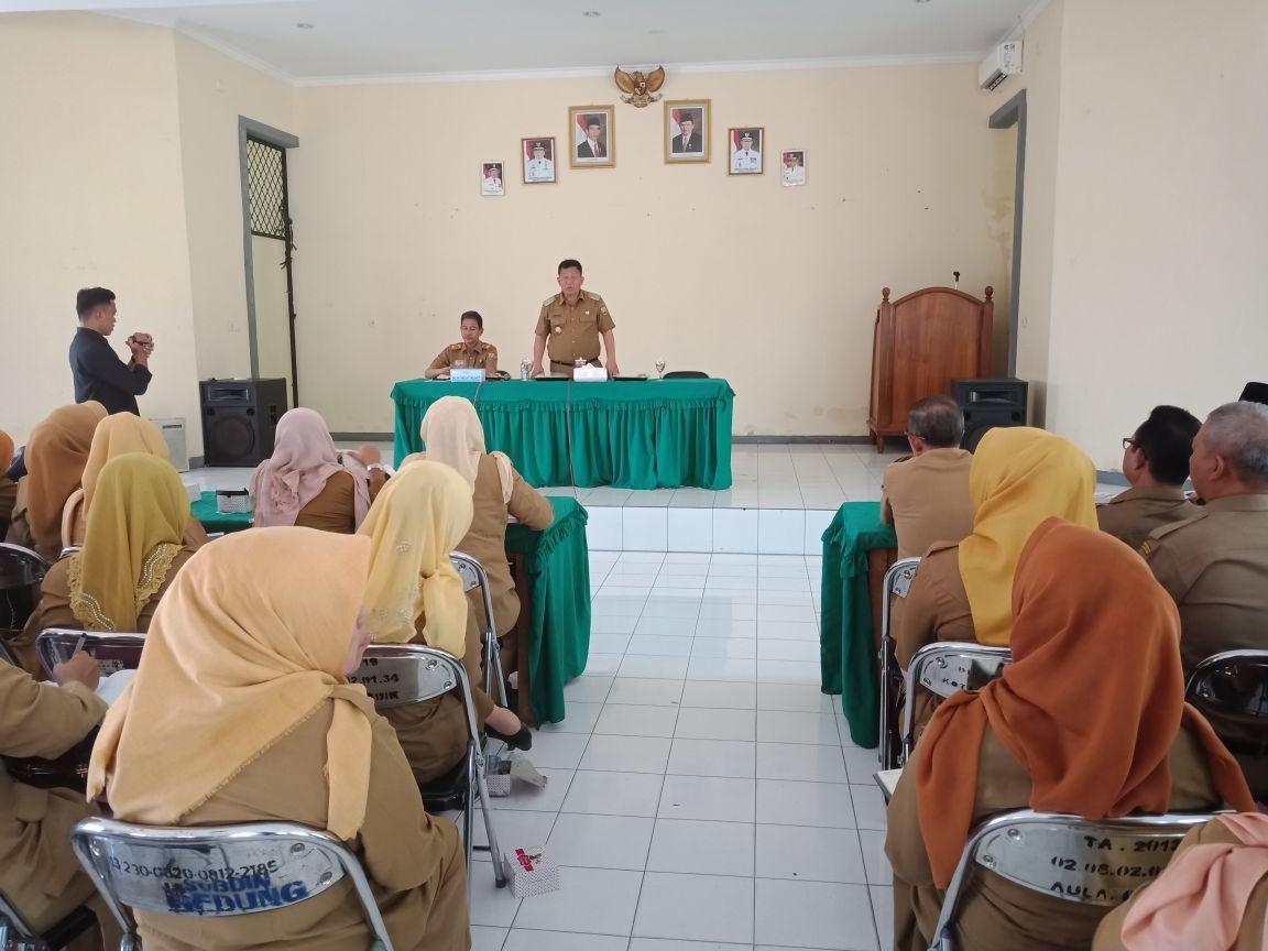 LAMPUNG POST | Plt. Wali Kota Kumpulkan Kepala Sekolah Soal Profesionalitas