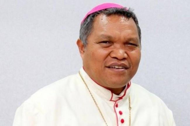 LAMPUNG POST | Vatikan Depak Uskup Agung Flores atas Dugaan Memiliki Kekasih