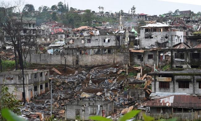 LAMPUNG POST | Militer Filipina Bombardir Dua Desa di Marawi