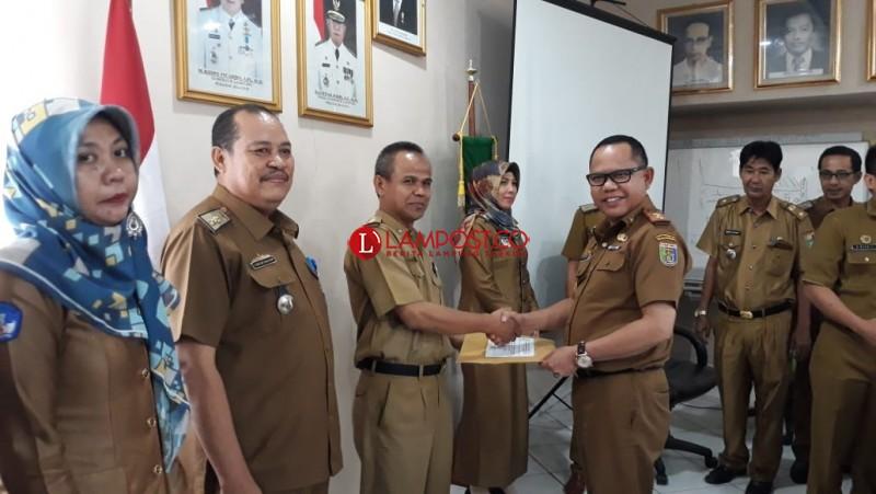 Disdikbud Lampung Serahkan DKHUN SMP/MTs Kepada 15 Kabupaten/Kota