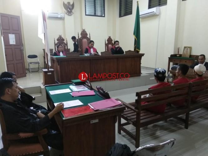 Disuruh Memilih Paslon Gubenur No.3, Tiga Napi Way Huwi Disidang