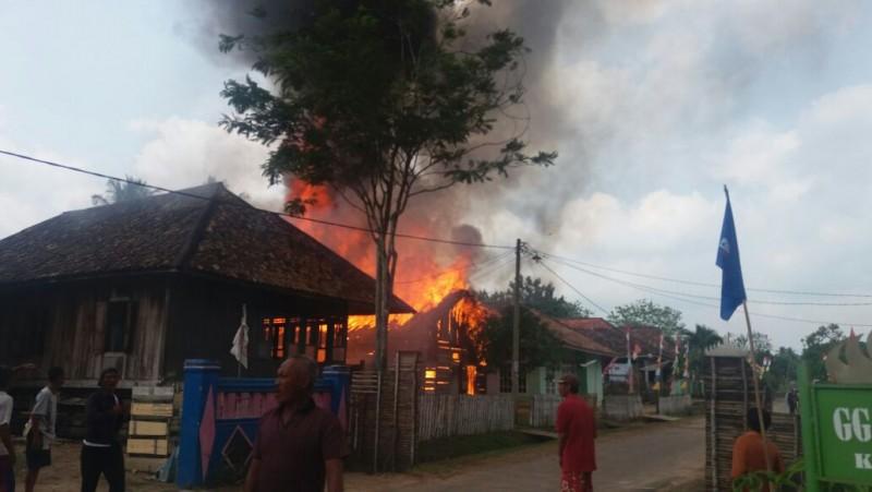Ditinggal ke Ladang, Rumah di Negara Batin Ludes Terbakar