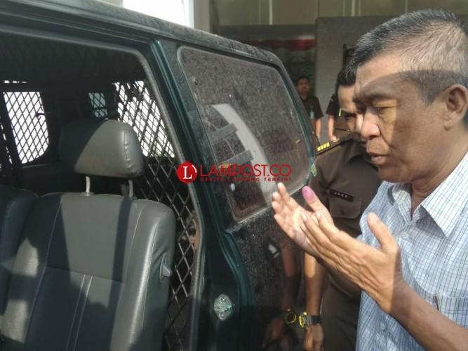 DPO Kasus Korupsi Sempat Berdoa Panjang Sebelum Dibawa ke Lapas