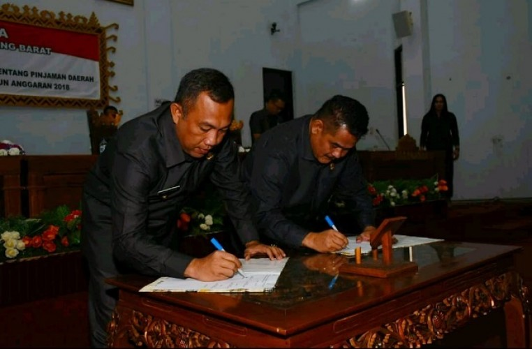 DPRD Tulangbawang Barat Tandatangani Raperda Pinjaman ke PT SMI