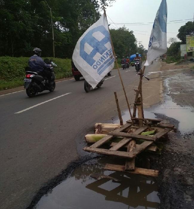 Hati-hati, Ada Jalan Berlubang di Jalan Ahmad Yani, Pesawaran