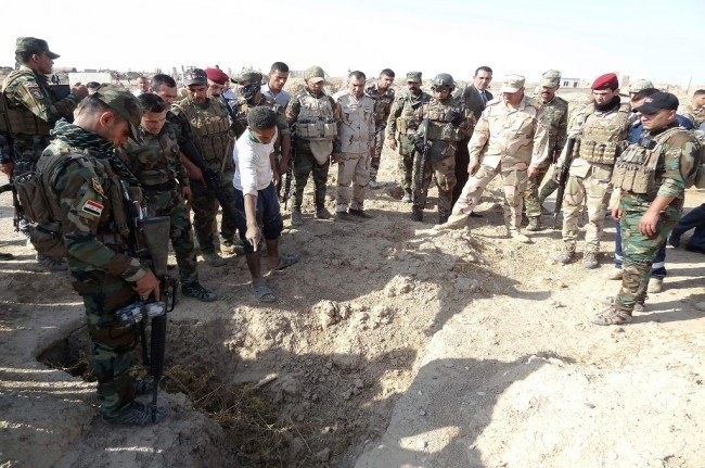 LAMPUNG POST | Dua Kuburan Massal Berisi Puluhan Jasad Ditemukan di Raqqa Suriah