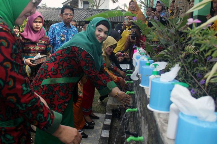 LAMPUNG POST   Jasmine Kampanyekan Cuci Tangan Pakai Sabun