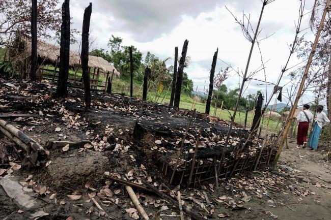 LAMPUNG POST | 12 Orang Tewas dalam Bentrokan Rohingya-Militer Myanmar di Rakhine