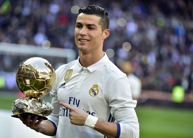 LAMPUNG POST | Demi Acara Amal, Ronaldo Rela Menjual Trofi Ballon d'Or