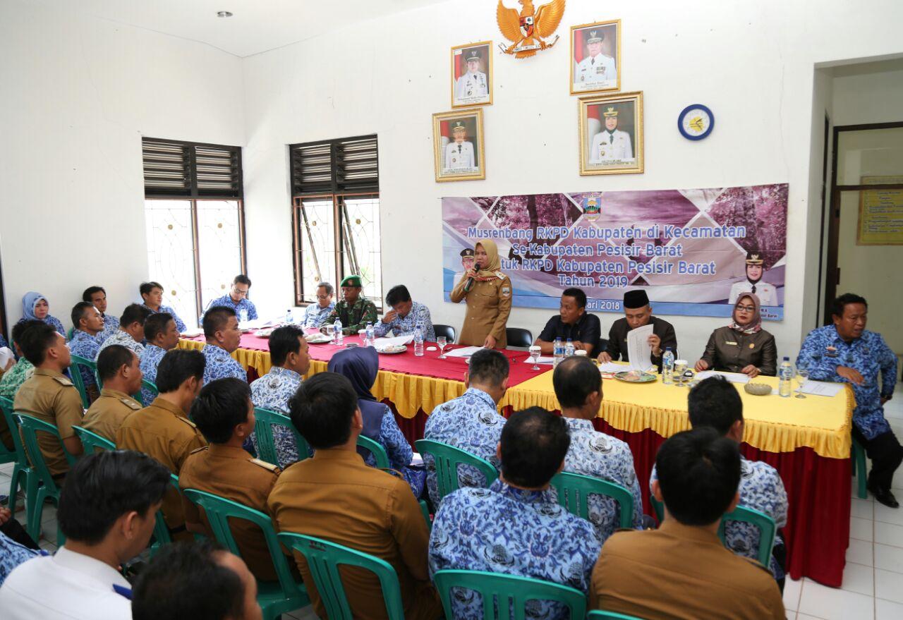 LAMPUNG POST | Wakil Bupati Erlina Minta Desa Gunakan ADD Secara Optimal