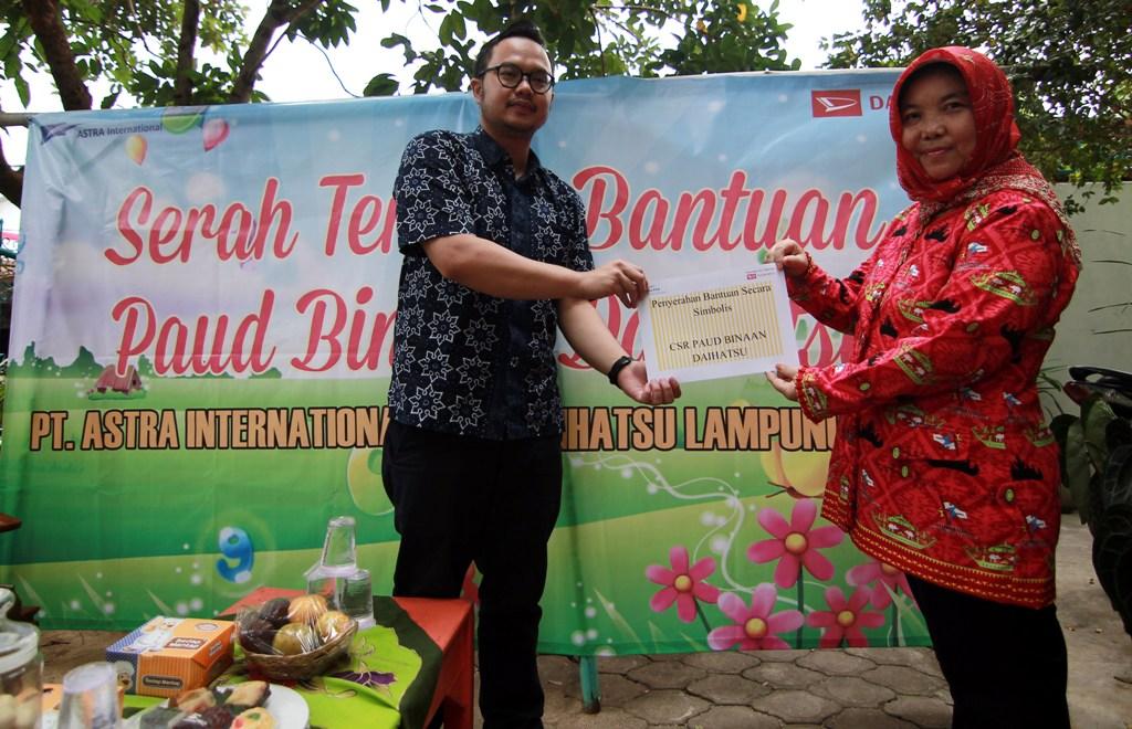 LAMPUNG POST | Daihatsu Salurkan Bantuan untuk PAUD Binaan