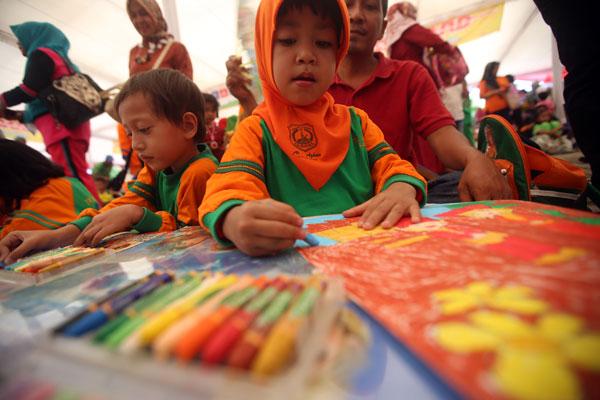 LAMPUNG POST | Mengenalkan Budaya Nusantara lewat Lomba Mewarnai