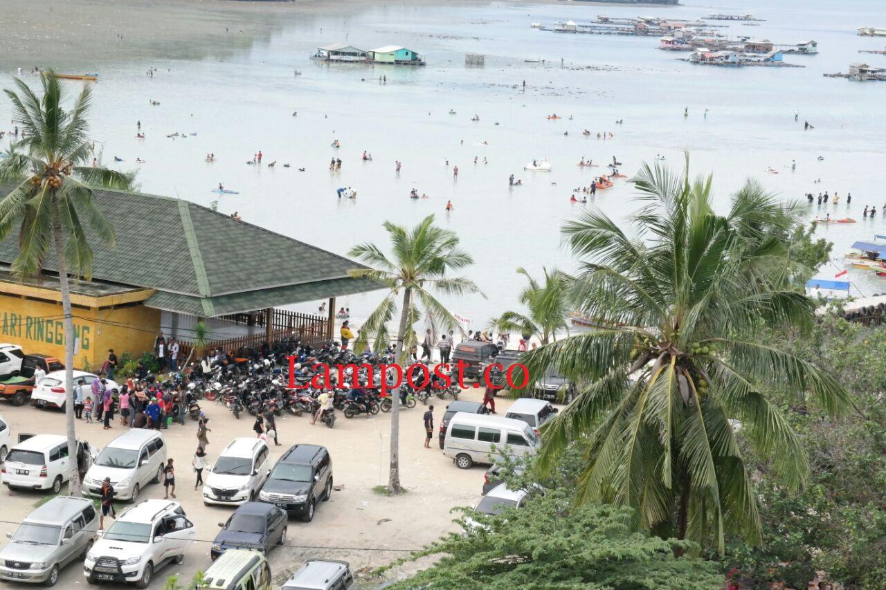 LAMPUNG POST | Wisata Pantai Sedot Pengunjung Hingga 12.000 Orang
