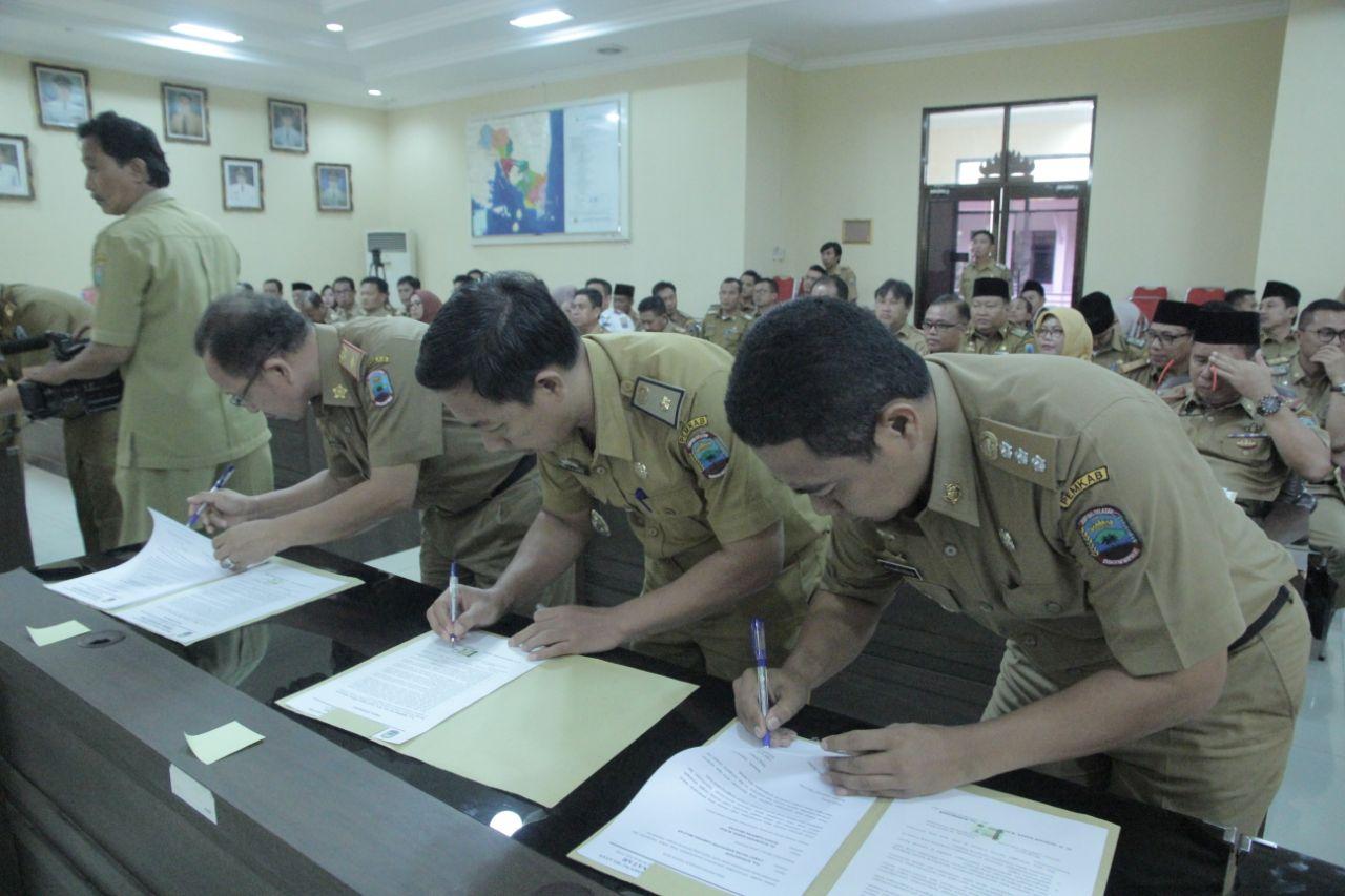 Kepala OPD Lamsel Tandatangani Pakta Integritas Dan Perjanjian Kinerja
