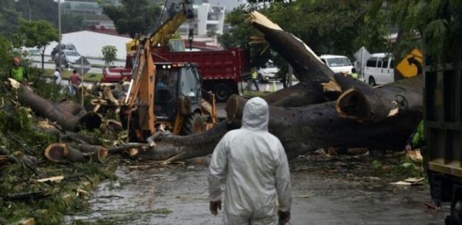 LAMPUNG POST | Kemlu Tangani 3 WNI Korban Badai Atlantik