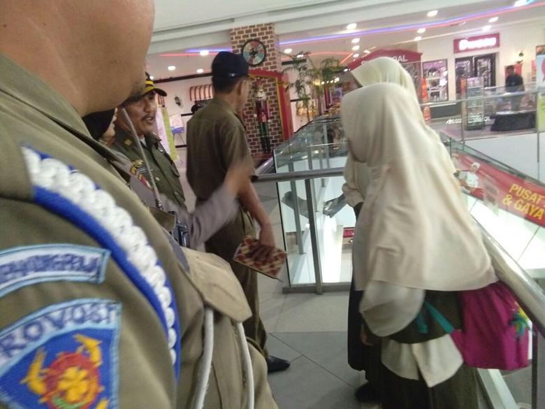 LAMPUNG POST | Tim Gabungan Razia Pelajar yang Keluyuran di Mall Pas Jam Sekolah