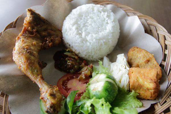 LAMPUNG POST | Krenyes! Garingnya Kriuk Ayam dan Lele Crispy