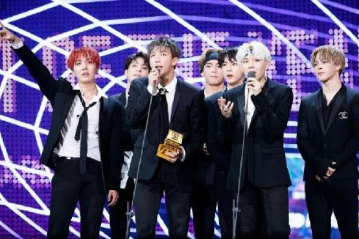 LAMPUNG POST   BTS Raih Sebagai Artist of the Year di MAMA 2017