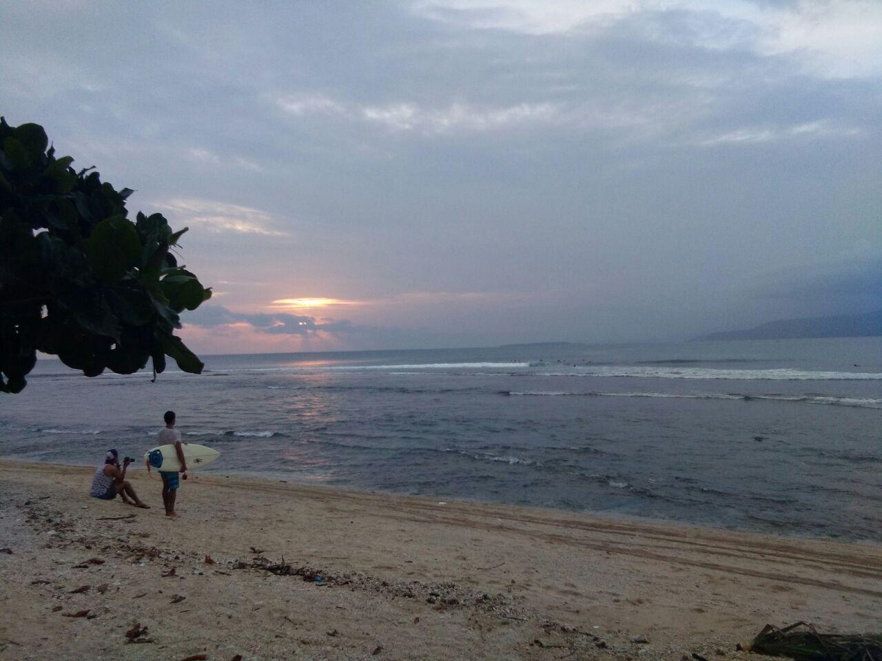 LAMPUNG POST | Pantai Labuhanjukung Surga Peselancar