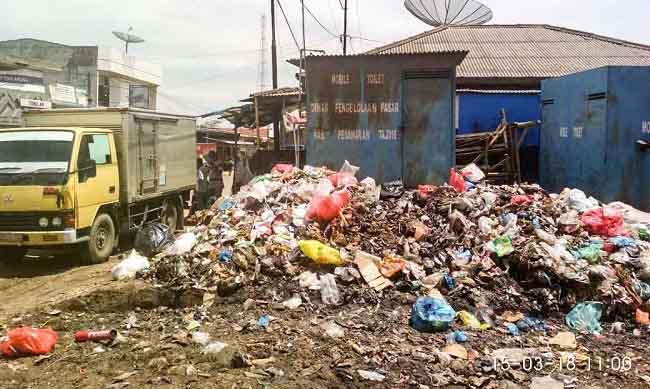 Waduh,Sampah Menumpuk di Pasar Kedondong