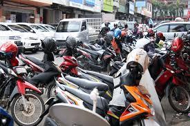 Sumbang Kemacetan, Dishub Diminta Tertibkan Parkir Liar