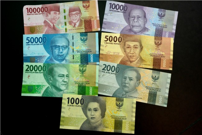 Rupiah Terpantau Melemah Tipis ke Rp13.557/USD