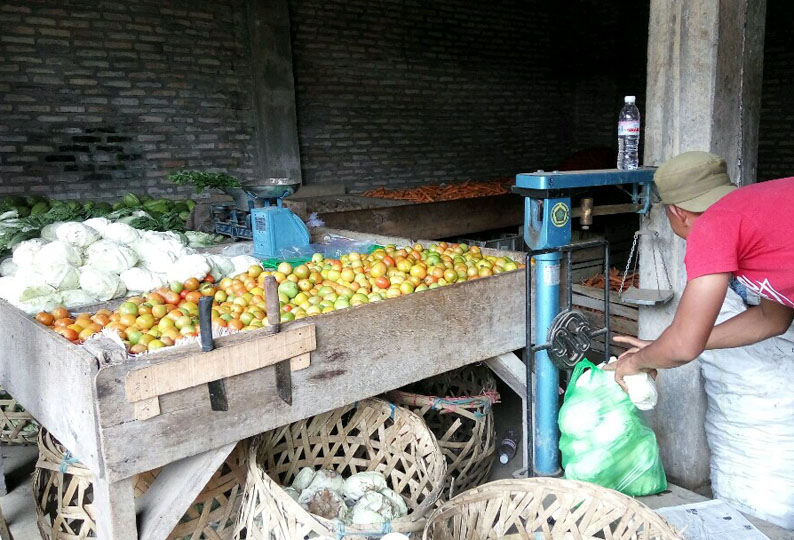 LAMPUNG POST | Jelang Ramadan, Harga Sayur Mayur di Kalianda Turun