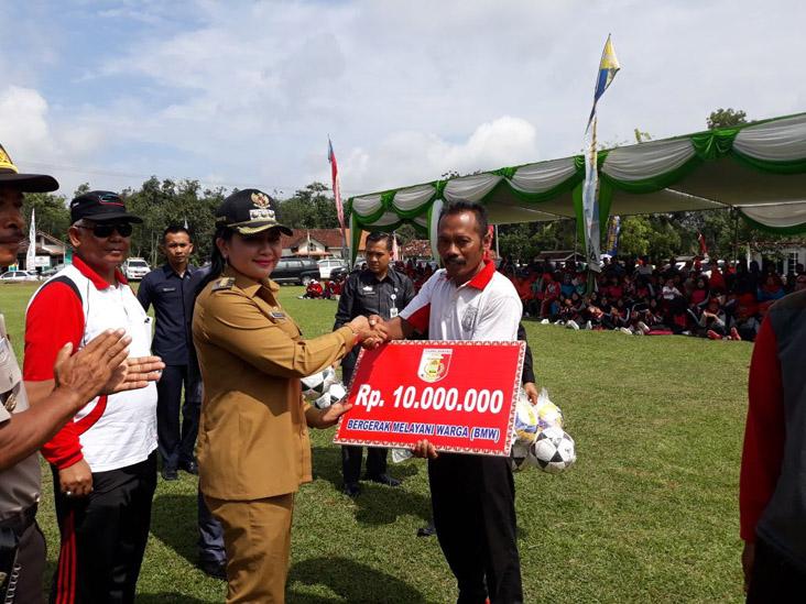 LAMPUNG POST | Winarti Minta Peserta Turnamen Antar-Kampung Junjung Sportivitas