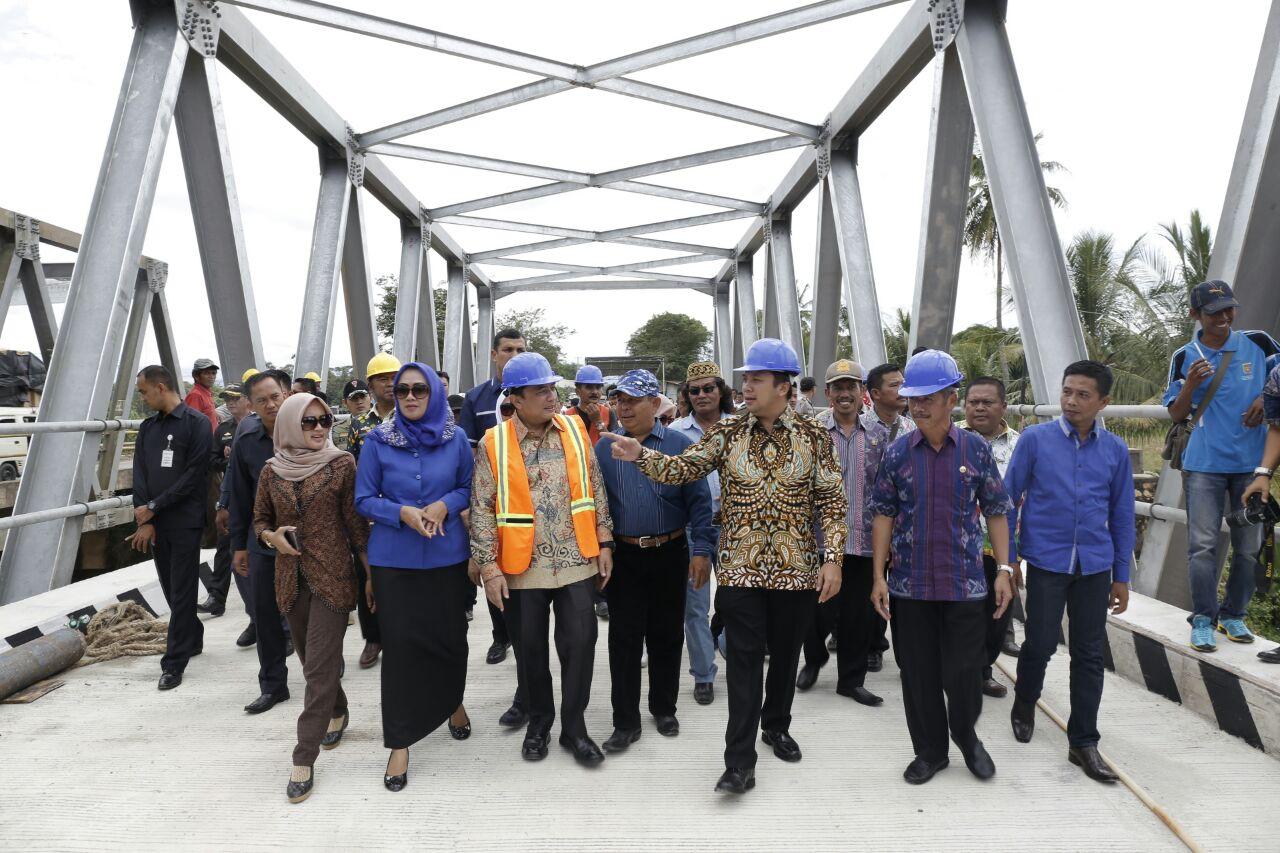 LAMPUNG POST | Gubernur Ridho Resmikan Jembatan Gantung Ke-6 di Gedongtataan