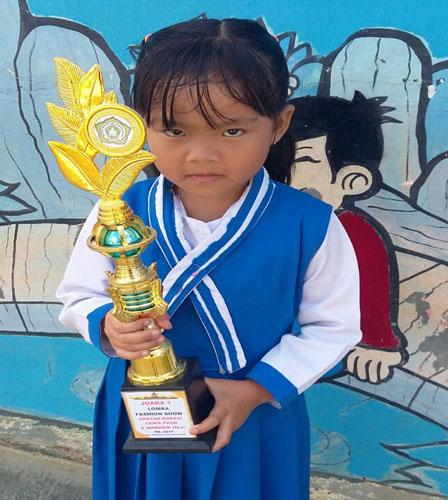 LAMPUNG POST | Kenanga  Juara Peragaan Busana